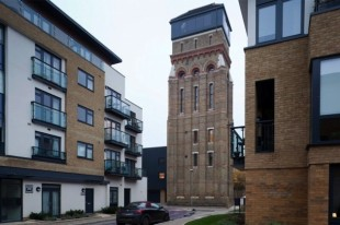 This-Stunning-Water-Tower-was-Converted-into-a-Home-in-London-01-630x419