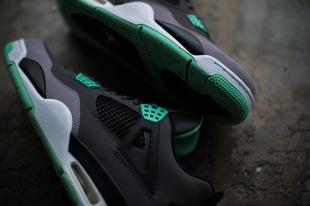 a-closer-look-at-the-air-jordan-4-retro-green-glow-3